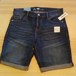 NWT Old Navy Bermuda shorts Size 6 Regular